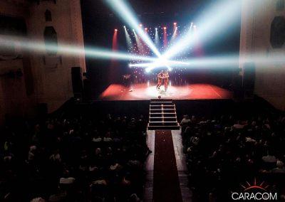 organisateur-spectacles-cirque-jongleurs-en-scene