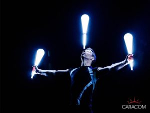 organisateur-spectacles-cirque-jongleurs-lumiere
