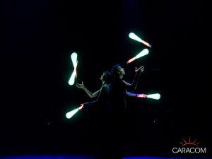 organisateur-spectacles-cirque-jongleurs-neon-2