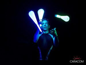 organisateur-spectacles-cirque-jongleurs-neon-3