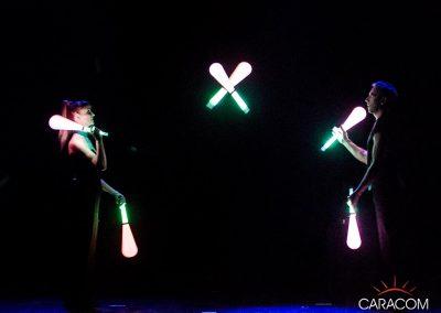 organisateur-spectacles-cirque-jongleurs-neon