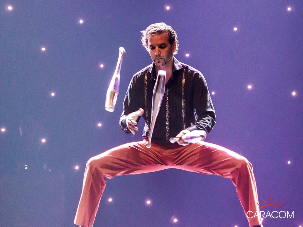 Organisateur spectacles cirque jongleurs caracom agence - Image jongleur cirque ...