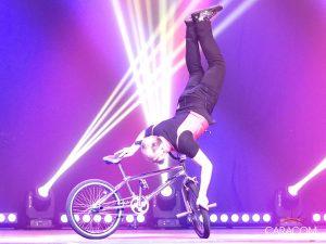 organisation-spectacle-cirque-acrobates-equilibre-2