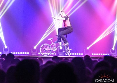 organisation-spectacle-cirque-acrobates-equilibre-velo