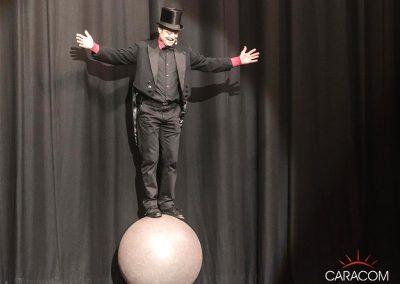 organisation-spectacle-cirque-presentateurs-equilibriste
